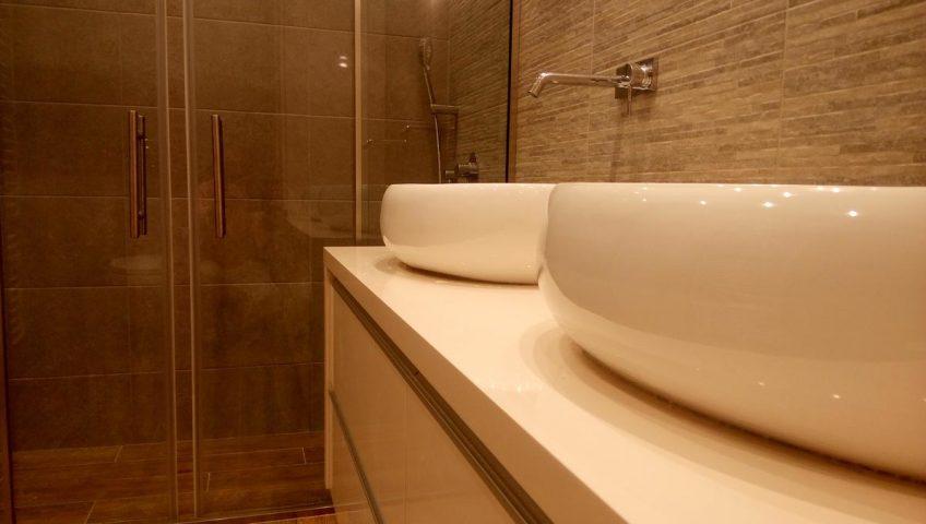 4 συμβουλές για χαμηλό ανακαίνιση μπάνιου κόστος