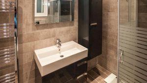 Οι παράγοντες που επηρεάζουν τις ανακαίνιση μικρού μπάνιου τιμές